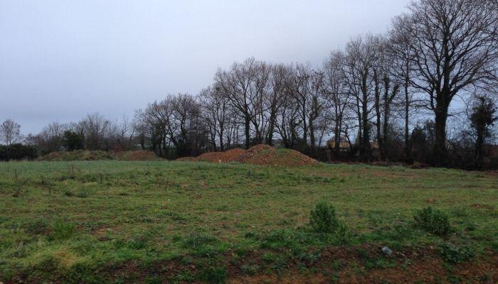 Terrain à bâtir à MONTSURVENT 2500m², à 5 minutes de COUTANCES, hors lotissement, petit prix.