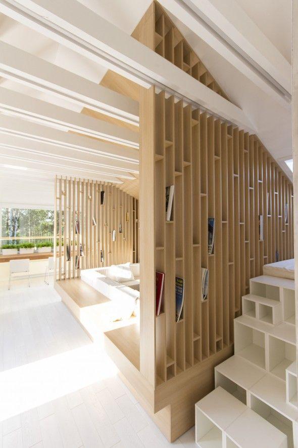 Le cabinet d'architecture russe Ruetemple a eu la mission de transformer une chambre abandonnée dans le grenier en un espace de repos, détente, rangement et d'hébergement pour les invit…