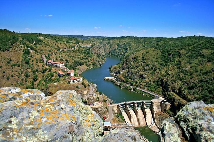 Presa de Castro en el río Duero, Portugal.