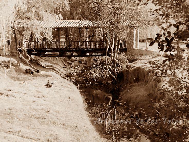Puente antiguo en Iza