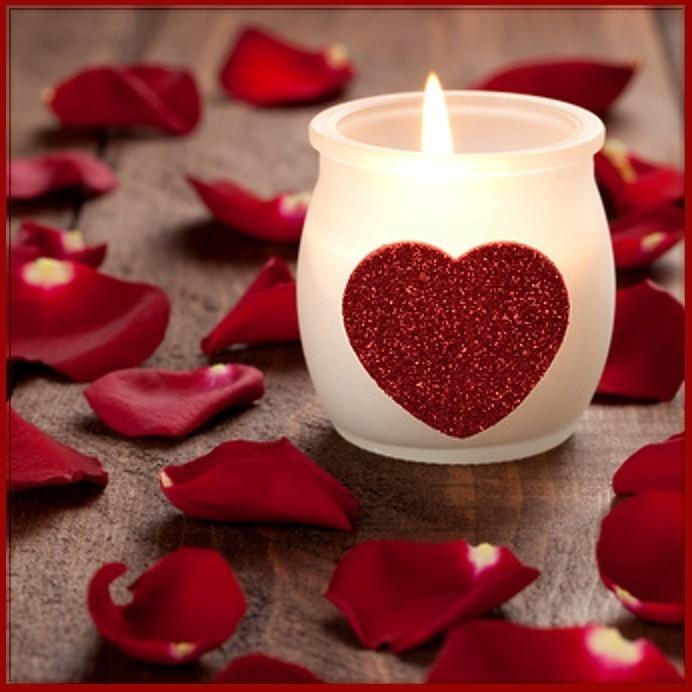 red roses candle heart hartje waxinelichtje bloemblaadjes