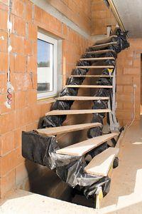 Bautreppe - Rohbautreppe von güta  Beim Günztaler Treppenbau profitiert der Kunde auch während der Bauzeit von der langjährigen Erfahrung und Know-How. Hier werden Treppen von Experten gefertigt und auch eingebaut http://gueta-treppen.de/bautreppe-rohbautreppe.html
