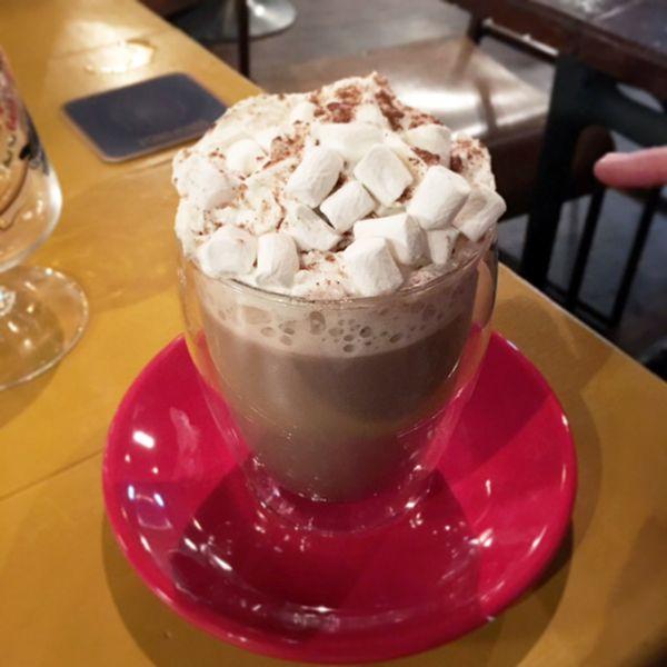 epic hot chocolate  http://allaboutthegirlblog.blogspot.co.uk/2016/09/when-i-cheat-i-really-cheat.html
