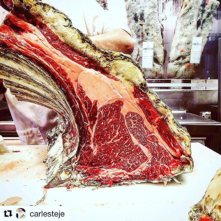 18 month dry aged! Next level maturation cellar. #ultimatesteakknife #dryaged #dryagedbeef #tbone #steakknife #steakhouse #finedining #instabeef #beefoftheday #instayum #damascussteel #handmade #masterchef  thank you @carlesteje for amazing photo