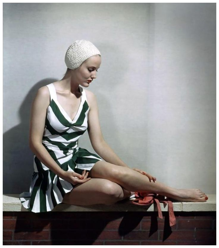 Striped Skirted Bathing Suit Vogue, June Vogue - June 1940 Stampa fotografica
