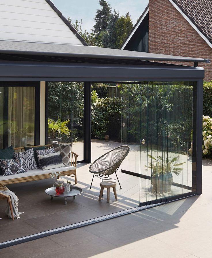 Zwoele zomeravonden; vier de zomer in eigen tuin! - Luxaflex | Luxaflex® Casa terrasoverkapping