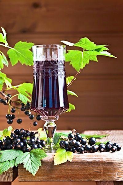 Domácí likér připravený z černého rybízu, malin, listů černého rybízu, cukru, slivovice (vodky nebo rumu), vody a koření. Množství pro sklenici o obsahu 1,5 - 2 litry.