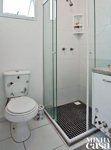 Ao personalizar o imóvel de 64 m², a moradora aliou praticidade, beleza e ousadia sem tirar os olhos do orçamento limitado