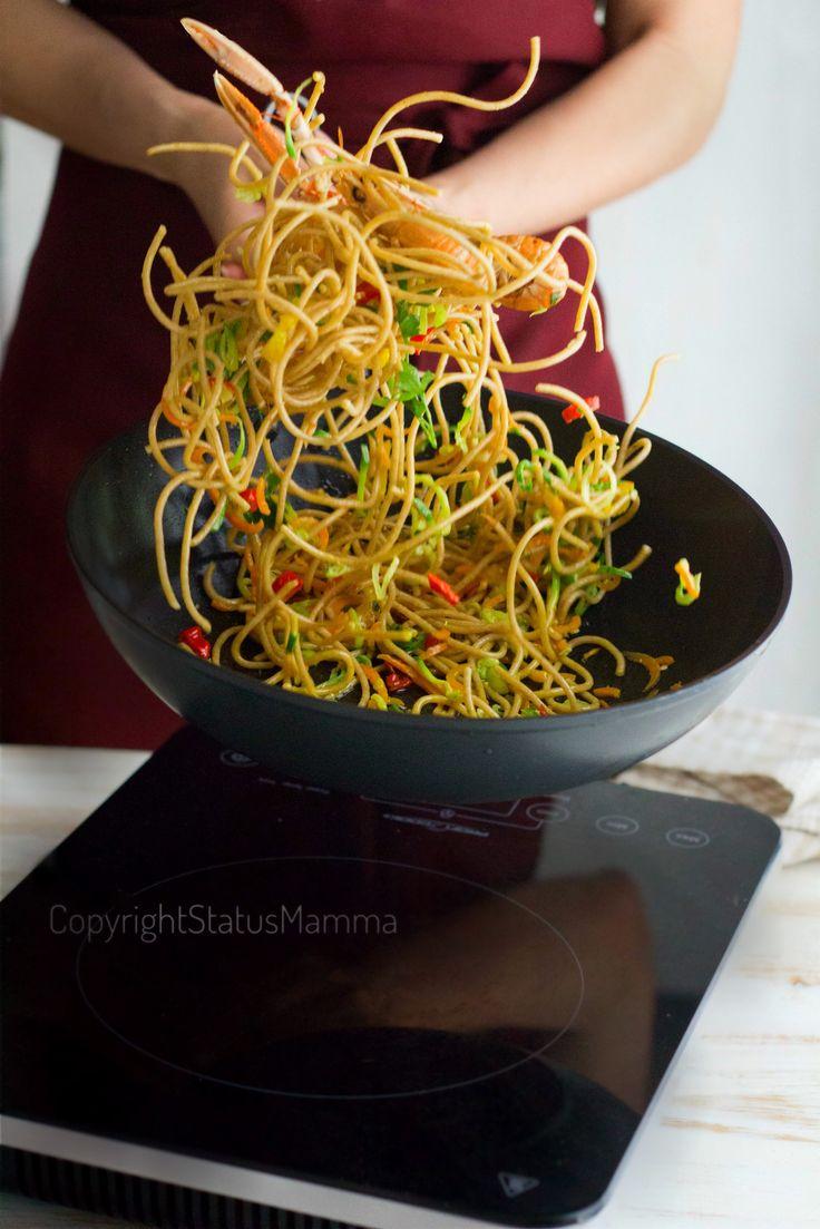 Spaghetti integrali saltati di zucchine e peperoni agli scampi sambonet primo ricetta gialloblog blog food food recipes photo photograpy spadellando spadelliamo con wok padella