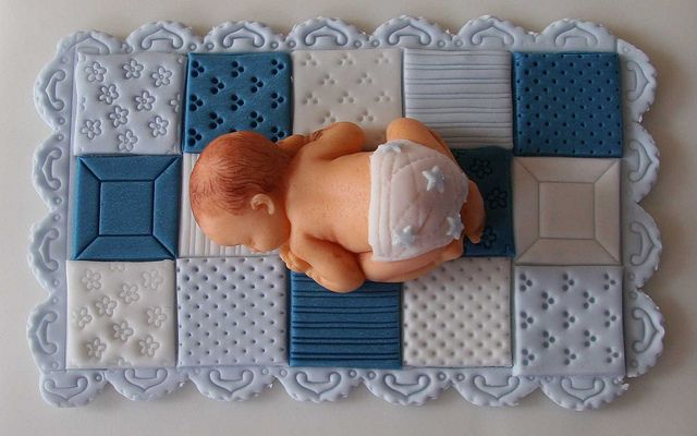 Fondant Baby mit Windel 2 by Monivari, via Flickr
