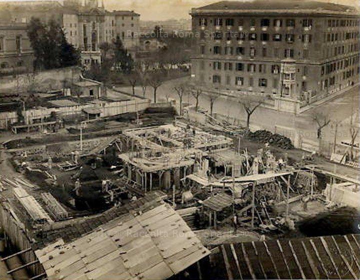 Foto storiche di Roma - Serbatoi Aceai in Via Eleniana, sullo sfondo la Basilica di Santa Croce in Gerusalemme Anni '30