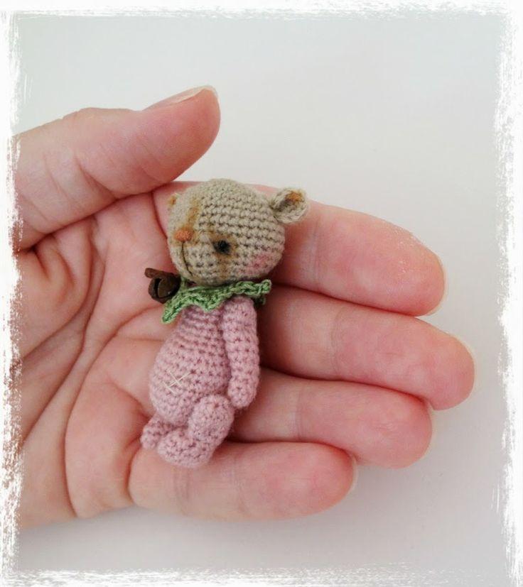crochet thread amigurumi   posted by thetinytoybox thread artist bears at 6 17 am