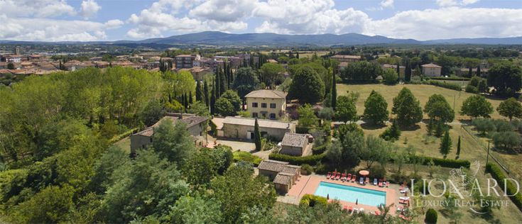 Luxury home with swimming pool in Tuscany Image 3