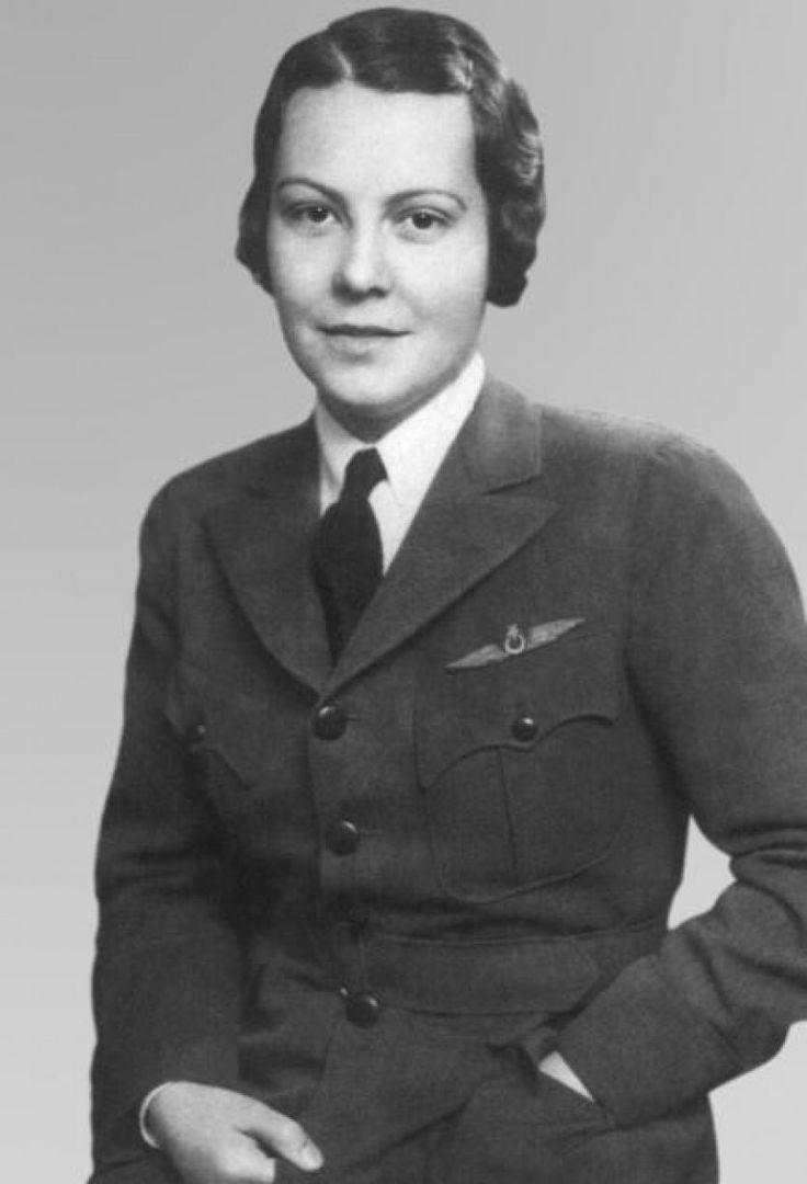 Sabiha Gökçen (1913; Bursa - 22 Mart 2001, Ankara), Türkiye'nin ilk kadın pilotlarından biri ve dünyanın ilk kadın savaş uçağı pilotu.