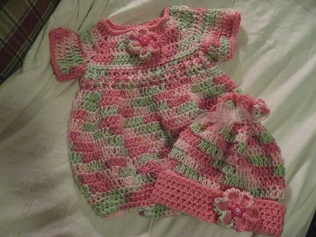 Newborn Romper by Joanne Holt free crochet pattern: Newborns Rompers, Free Crochet, Crochet Baby, Holt Free, Rompers Patterns, Crochet Patterns, Free Patterns, Joanne Holt, Baby Rompers