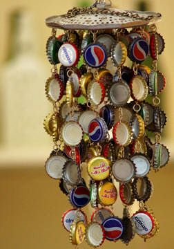5 Bottle Cap ideas, including this wind chime. bottlecaps