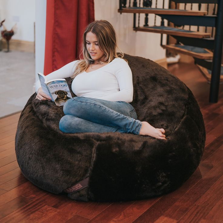 The Faux Fur Bean Bag Chair Is Ultimate In Self Indulgence It Has Been Designed As A Big Recliner Beanbag That Also Super Supportive Bucket