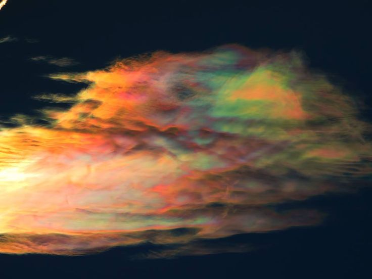These crazy iridescent clouds appeared in the sky of Santiago de Chile coloring…