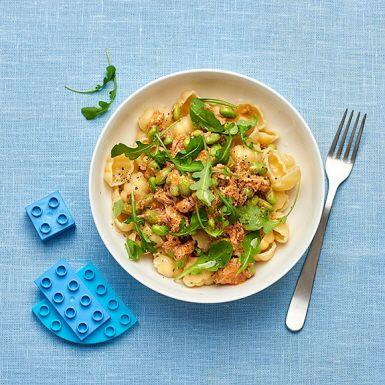 Med tomatpesto, grädde och tonfisk på burk kan du göra en enkel tonfiskpasta på femton minuter. Tillsätt sojabönor i såsen så får rätten både fin färg och massor av extra protein. Med pasta blir detta perfekt mat efter träningspasset.