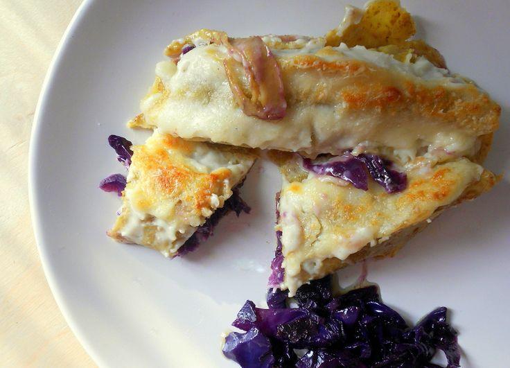 Crespelle integrali con verza viola e formaggio tenero