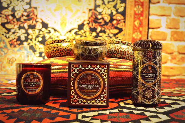 Voluspa žvakės yra riebus kokosų vaško mišinys, papildytas aromatais. Ši žvakė dega itin švariai ir skleidžia malonų kvapą.  Voluspa produktai vartotojus džiugina visame pasaulyje. Kurdami ryškius įpakavimus ir ypatingus kvapus, Voluspa produktai greitai rado savo nišą prestižiniuose namuose bei Holivudo elito rūmuose. Voluspa žvakes galite įsigyti užsukę į mūsų galeriją Kaune, M. Valančiaus g. 10 #voluspa #candles #zvakes #home #warm #fragrance #scentedcandle