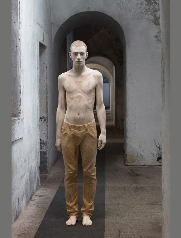 Life-like wooden figure sculptures by Bruno Walpoth: Artists, Carvings Wood, Bruno Walpoth, Wooden Sculpture, Wood Sculpture, Wood Carvings, Woods, Human Body, Brunowalpoth