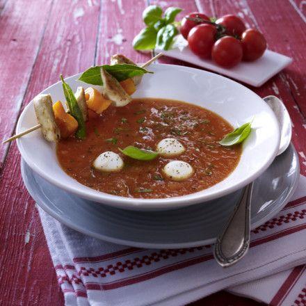 Tomatensuppe aus frischen Tomaten mit Hähnchenspießen Rezept