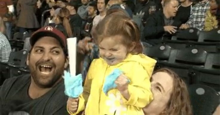 Kleines Mädchen mit Zuckerwatte erobert Internet! #News #Unterhaltung