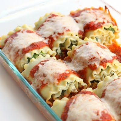 Healthy Spinach Lasagna Rolls by thegirlwhoateeverything. Recipe by skinnytaste.: 224 calories/roll. #Lasagna #Roll #Healthy