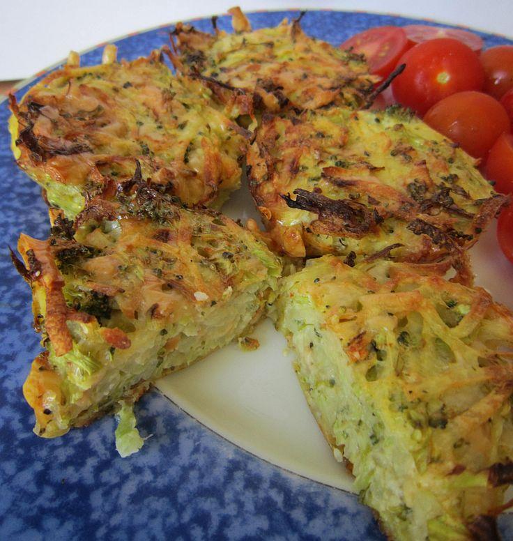 Brokolicové placky mohou být jen samostatně jako večeře, ale ideální jsou i jako příloha k masu. Když se dobře ochutí budou chutnat nejen vegetariánům :-))