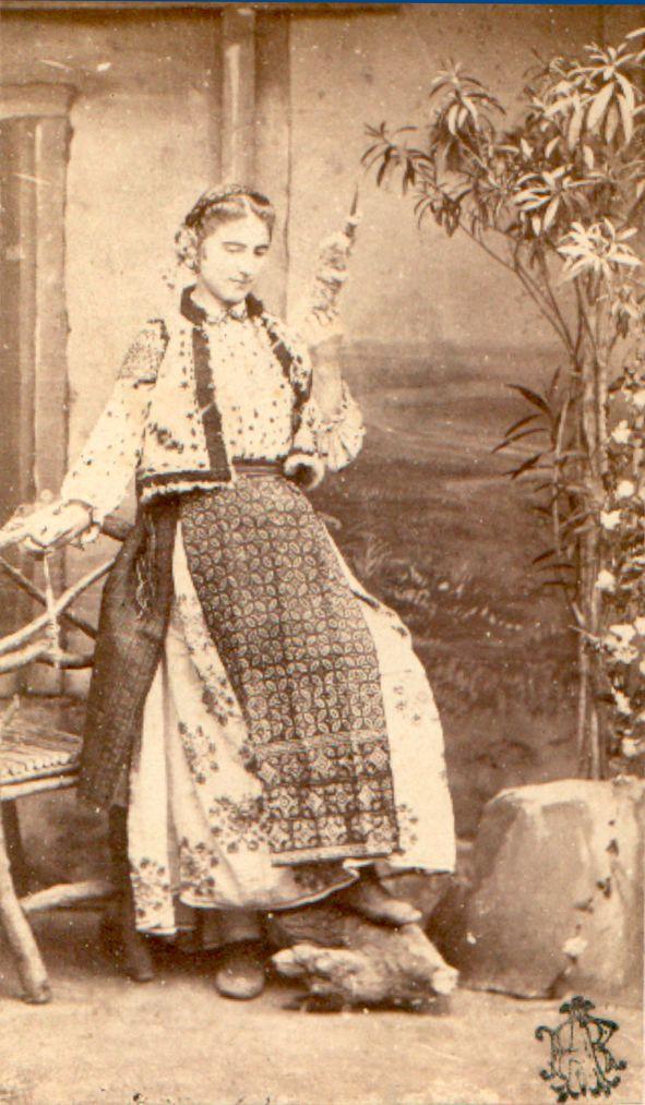 Romanian Peasant Woman spinning - Carol Popp de Szathmari. XIX century  #RomanianBlouse #IA #lablouse roumaine
