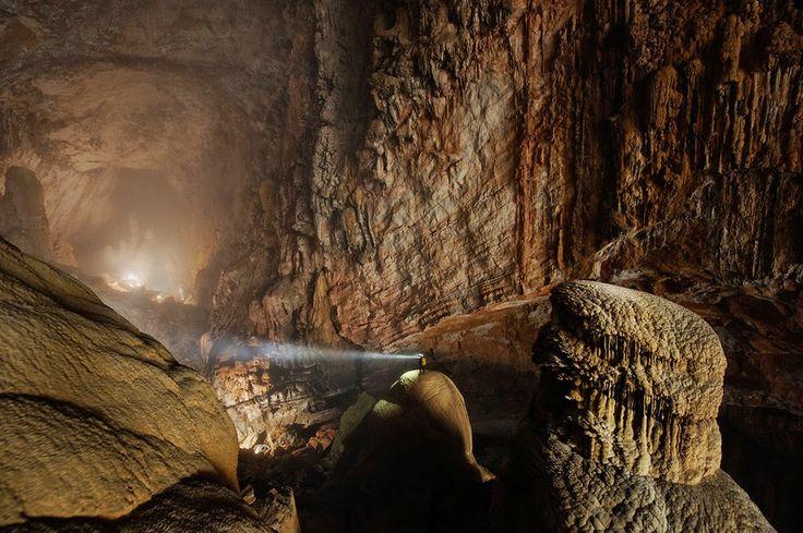 Пещера горной реки в провинции Куанг Бинь, Вьетнам
