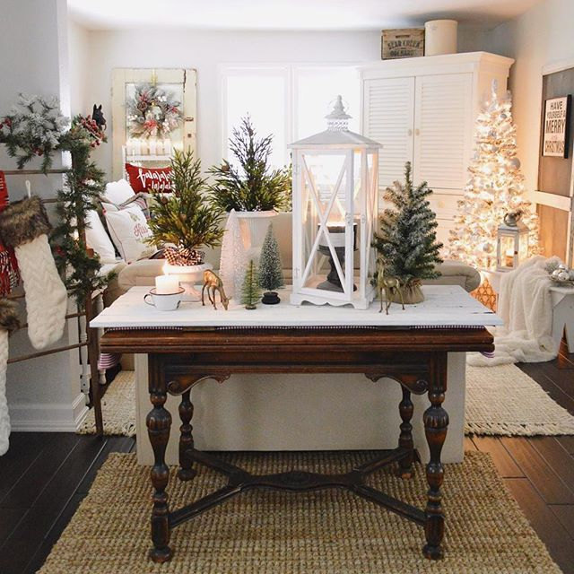 Hello & good morning!! I would be honored if you'd come visit me on the blog today, for my first post of the Christmas season 🎄It's the 2016 Holiday Housewalk with @jenniferrizzodesigncompany & @wayfair ❤️It's my first time on the tour, and I was so nervous... you guys, this tour is like, being asked to tour with a famous band! I was shocked when Jennifer invited me to participate!! My wee cottage? And then, trying to get ready while I was so sick, I was really a nervous wreak! I sure hope…