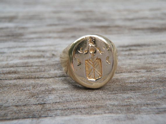 Men's Family Shield of Arms Ring Crest in 14K Yellow Gold