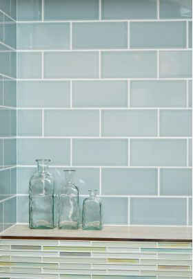 Gloss duck egg metro glazed ceramic wall tile. Suitable for kitchens and bathrooms.