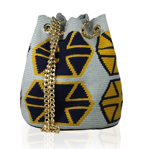 Shoulder Bag Wayuu Stars | Blue, Yellow and White Back. Stella Rittwagen Collection. 149€ www.dwappo.com