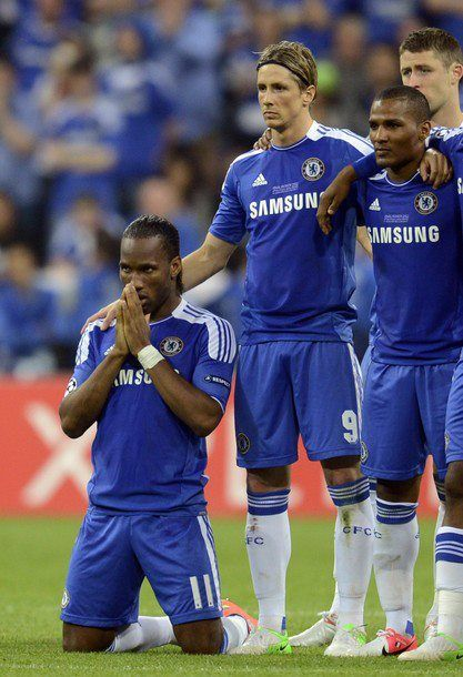 Chelsea's Ivorian forward Didier Drogba, Spanish forward Fernando Torres and French midfielder Florent Malouda concentrate during the penalty session of the UEFA Champions League final football match between FC Bayern Muenchen and Chelsea FC on May 19, 2012