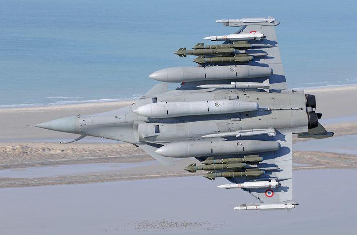Dassault ''Rafale'' lourdement chargé