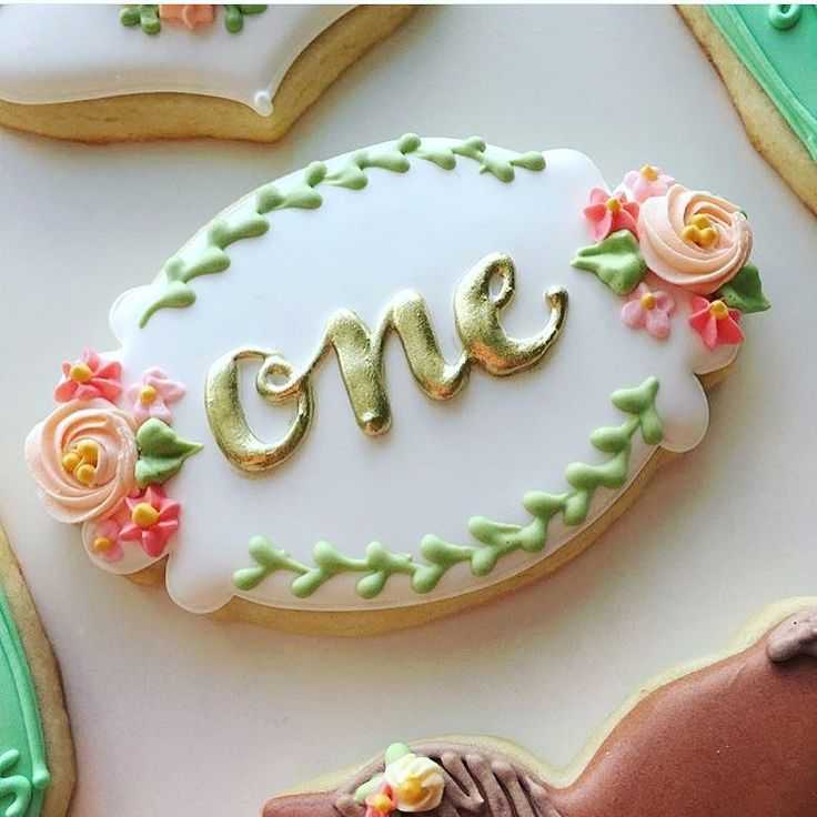 How beautiful is this cookie decorated by @bluesugarcookieco using our Frame 62 cookie cutter? What a stunning cookie! Thanks for sharing Margaret!