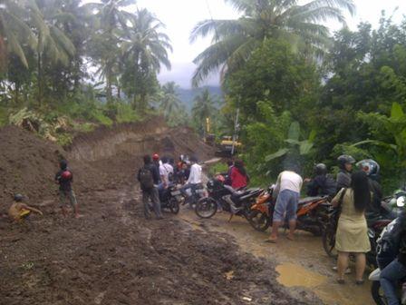 Jalan Menuju Desa Koka Diperlebar