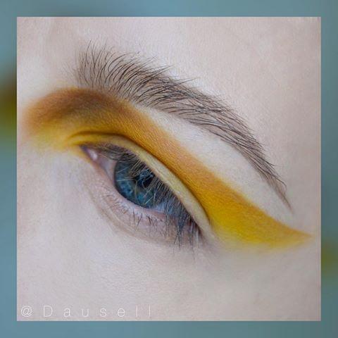 #dausell #eotd #eyemakeup #eyeshadow #motd #makeup #smink #sminke #mua #makeupartist #makeupartistsworldwide #wakeupandmakeup #loreal #mac #maccosmetics #anastasiabeverlyhills #anastasiabrows Product list: • @maccosmetics eyeshadows in 'Chrome Yellow' 'Rule' and 'Uninterrupted' • @anastasiabeverlyhills @anastasianordic Brow Powder duo in 'Medium Brown' and Clear Brow Gel • @lorealparisofficial Brow Artist plumper in 'Medium/Dark'