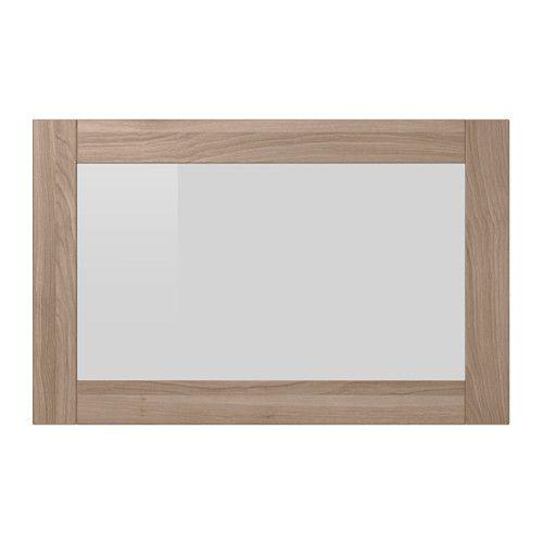 IKEA - SINDVIK, Vitrinedeur, grijs gelazuurd walnootpatroon, , Vitrinedeuren houden je spullen stofvrij, maar toch in het zicht.De afstandsbediening kan door het glas heen worden gebruikt, zodat je de elektronische apparatuur ook kan bedienen als de deur dicht is.