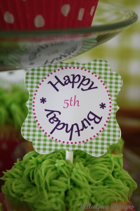Gingham cupcake topper