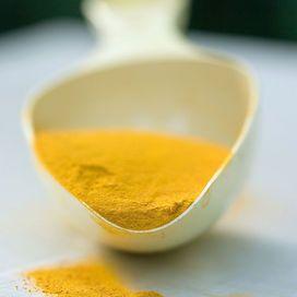 Non è un semplice insaporitore di cibi: contiene curcumina che, oltre a dare alla spezia il colore giallo, è stata oggetto di tantissime ricerche. Da queste è emerso che ha una potente azione antio