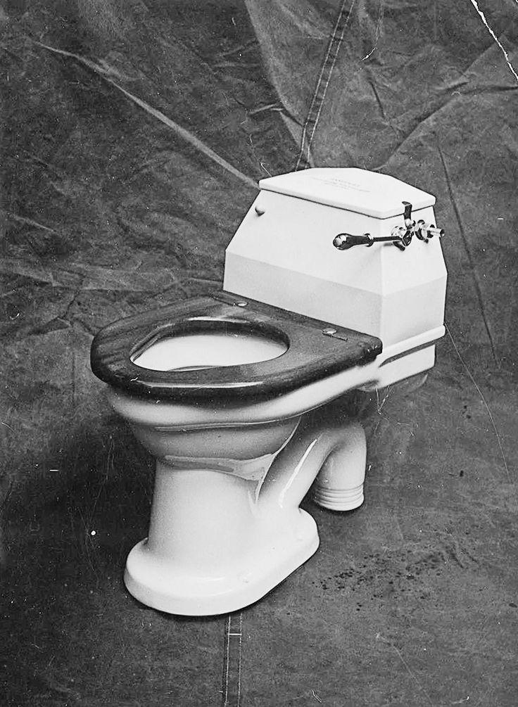 Kulmikas wc-istuin malli tuotekuvassa. http://www.ido.fi #bathroom #bathroomdesign #interiordesign #homespa #scandinaviandesign #bathroomideas #bathroomsink #interiordecoration #toilet #factory #sink #finnishdesign #bathroominspiration #ceramics #ceramicsoven #bathroomidea #tap #washbasin #fauset #behindthescenes #sanitary #porcelain #interiorideas #advertisement #history #toiletseat #productimage