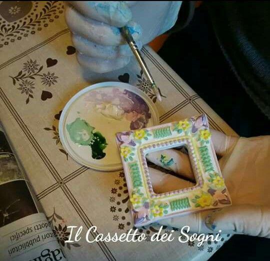 Cornice in polvere di ceramica ... by https://www.facebook.com/Il-Cassetto-dei-Sogni-1890162974542736/