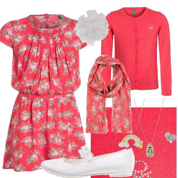 Le piccole principesse apprezzeranno sicuramente questo outfit floreale, perfetto per una giornata di sole e ideale per una camminata in centro o un'occasione speciale.