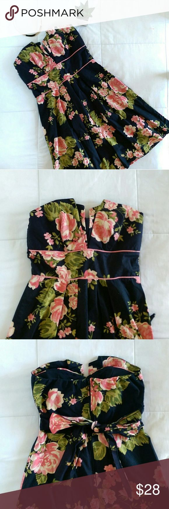 Garden Floral Strapless Summer Dress Perfect garden party dress this summer. Flirty rose pattern, back tie and structured V shaped bodice makes this dress so cute. Padded on inside. Has pink piping in front of dress around waist. Says size 8 but fits like a small. Bust measures 14'. Waist is 26'. Length is 28'.   Excellent condition. Open to offers. No trades. B Smart Dresses Strapless
