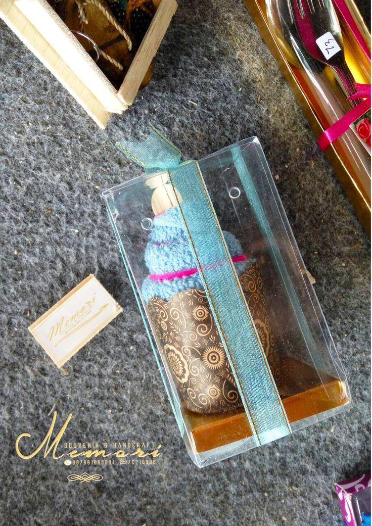 ice cream towel..  Aneka macam souvenir mulai dari harga 1000 sista bisa dilihat-lihat atau samperin langsung basecam kami di Jln Sriwijaya (timur epic.mall) More info 081917457928 atau pin di 7C21090B  #memorisouvenir #gadweddingorganizer #lomboksouvenir #souvenirmurah