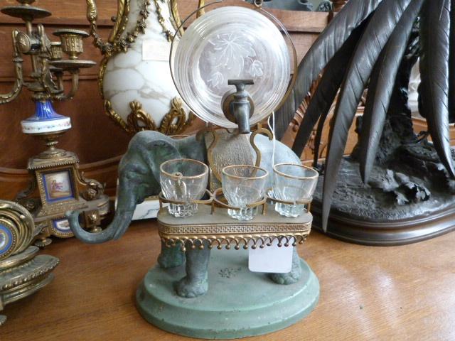 A special elephant liqueur set